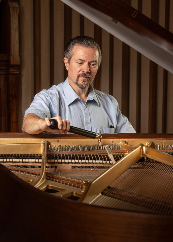 Seattle Piano Tuner Dale Lindeke, RPT