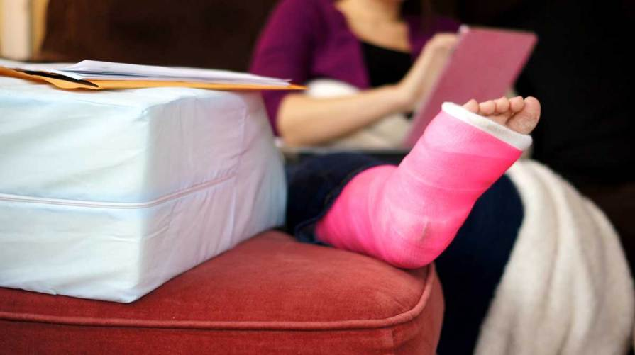 Auto accident breaks leg causing loss of services injury