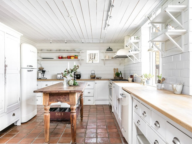 Houzz-farmhouse-kitchen-butcher-block-island-white-cabinets_083057