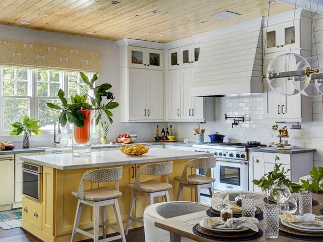 Houzz-farmhouse-kitchen-yellow-accents_083210
