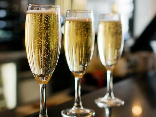 Flour-and-Vine-champagne-glass_193159 (1)