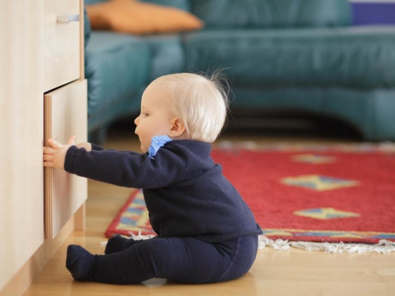 home_safety_baby_childproof_child_danger_shutterstock_174319589-800x600 (1)