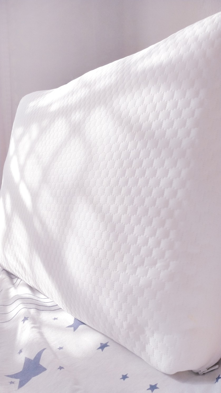 Do You Need A Pillow For A Good Night's Sleep? Here's My Verdict!