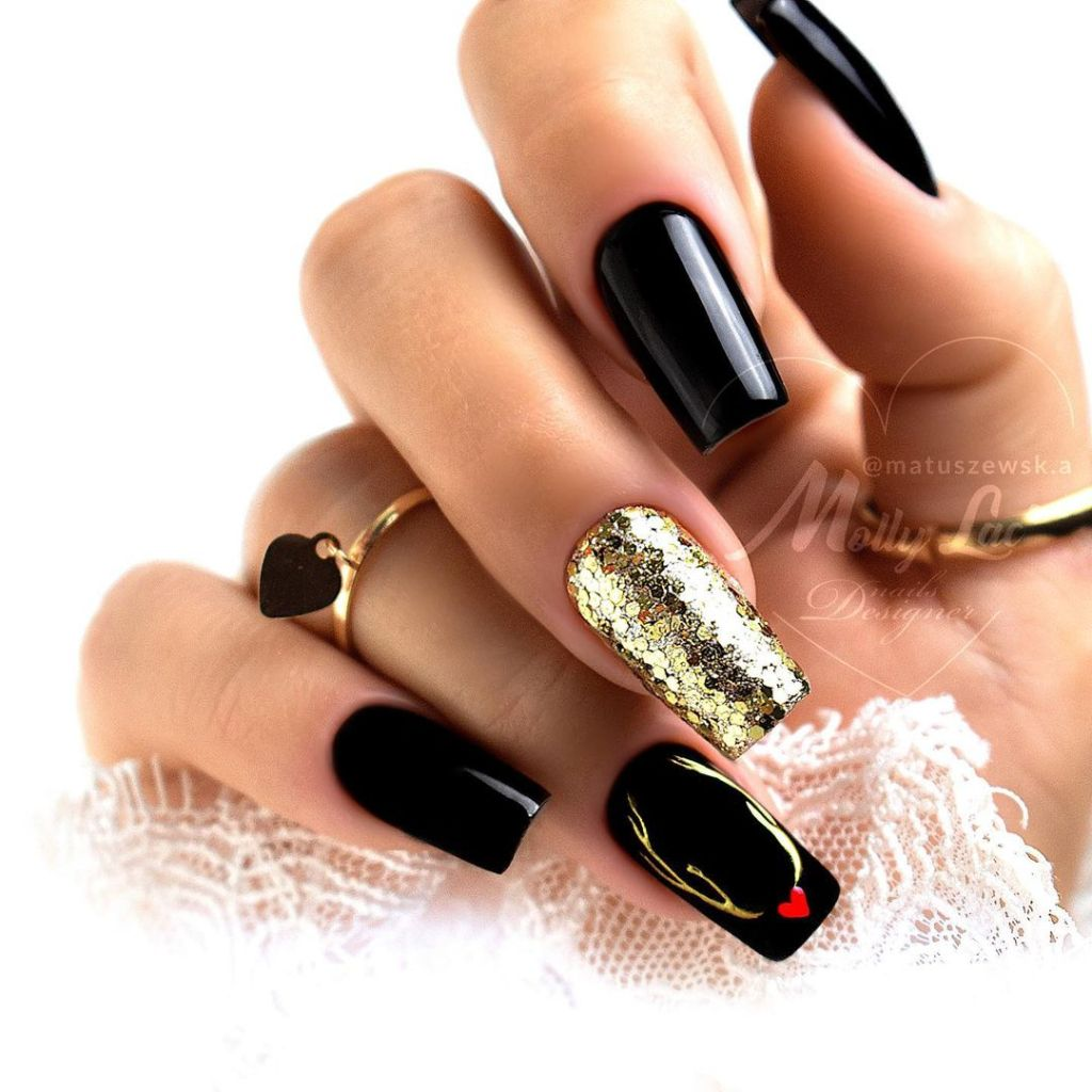 20+ Gold Nail Designs Oh-So Perfect For The Holidays