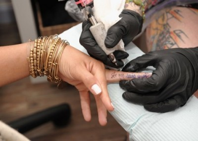 making-finger-tattoo-design