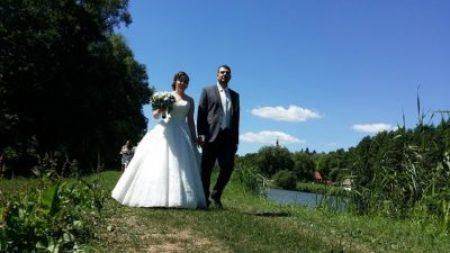 Érkezik Vica és Gábor a szigethez a polgári szertartásra (Berkenye)