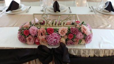 timi-denes-eskuvoje-dekoracio-foasztal