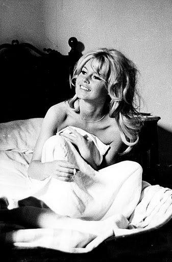 Brigitte Bardot's smoking in bed (3)