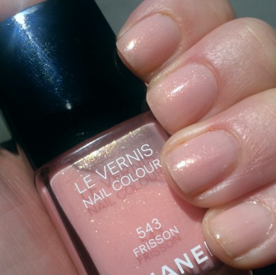 Chanel Le Vernis Frisson, two coats, in direct sunlight