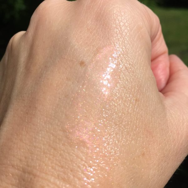 The gorgeous Guerlain Radiance in a Flash in sunlight