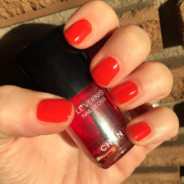 CHANEL_Le_Rouge_Le_Vernis_530_Rouge_Radical