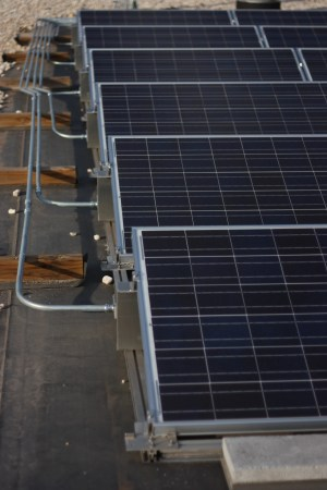 Troubleshooting Photovoltaic Systems: Three Typical Problems | Fluke