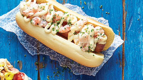 Sabor de mar y tierra: hot dog con camarones súper delicioso