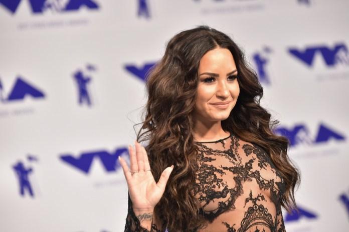 Demi Lovato couple woman