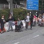 OKU 'Bergadai Nyawa' Lintas Jalan Ke Mid Valley