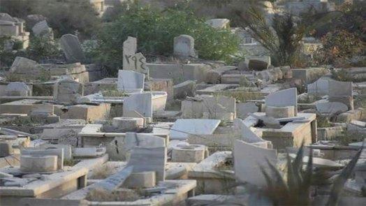انتشار أمني روسي في محيط مقبرة الشهداء في مخيم اليرموك، والأهالي ممنوعين من زيارتها