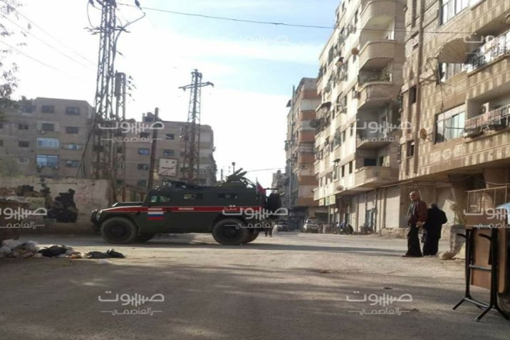 بضمان روسي.. عرض بالإفراج عن معتقلي جنوب دمشق مقابل القتال في ليبيا