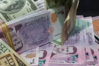 الدولار يتجاوز الـ 2400 ليرة سورية، وتخبط كبير في أسواق الذهب