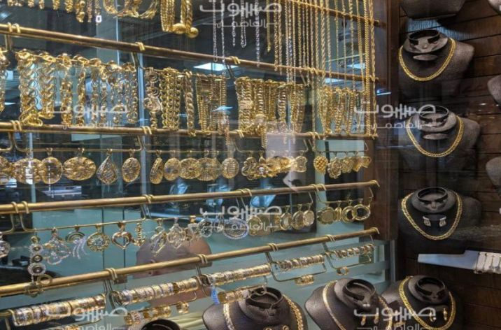 استقرار نسبي لليرة السورية، والذهب يرتفع بقيمة 10 آلاف ليرة خلال يومين