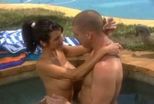 Pornokalendář DP (Regina 7.9) – Sexuální čvachtání u bazénu