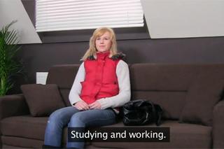 19letá studentka mrdá na castingu – české porno