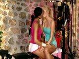 Lesbičky v posilovně aneb Ashley Bulgari líže svoji kamarádku