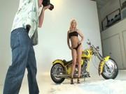 Americká pornoherečka Kagney Linn Karter jako modelka