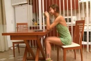 Dívka čekající na ranní sex