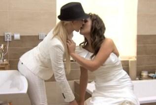 Zuzana Zeleznovova v utěšovacím lesbickém sexu (HD porno)