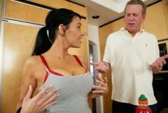 Sex před sportem a i po sportu aneb Vanilla DeVille v kuchyni