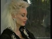 Šéfová Dolly Buster otestuje v orgii kvalitu svých podřízených