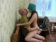 Důchodce omrdá mladou zdravotní sestřičku
