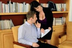 Atraktivní šéfka Sophie Dee prcá s podřízeným