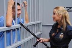 Bachařka Alanah Rae a vězeň Keiran Lee