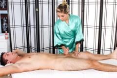 Blowjob na masáži (Lia Lor)
