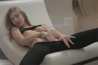 Božská Krystal Boyd si něžně pohraje s kundičkou (HD porno)