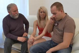 Dívka podvede přítele s jeho dědou – české porno