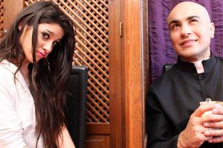 Hříšnice Ana Kiss zvábí katolického kněze na sex