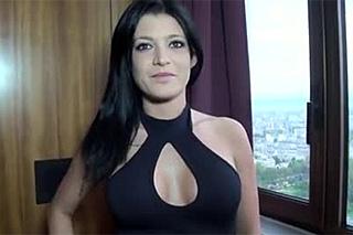 Lana: Dvojitá penetrace černovlasé Francouzky