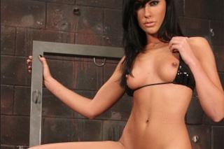 Mučená Tiffany Brookes prožije orgasmus