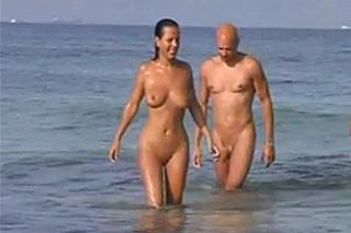 Nadržení amatéři dovádí na nudistické pláži – skrytá kamera