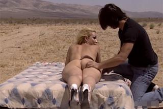 Olivia Saint: Anální masáž v poušti