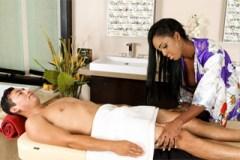 Pornokalendář DP 16.6 – Obchodník Zbyněk na sexuální masáži s černoškou