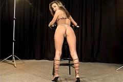 Pornokalendář DP 2.9 – Modelka Adéla svede fotografa na svém prvním focení