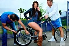 Pornokalendář DP 5.5 – Vášnivá cyklistka Klaudie si zajezdí na penisu souseda