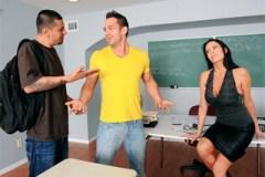 Profesorka Vanilla DeVille roztáhne nohy studentovi