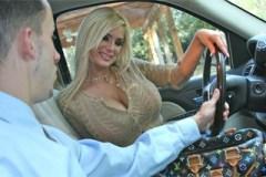 Prsatka Shyla Stylez: Sleva na auto