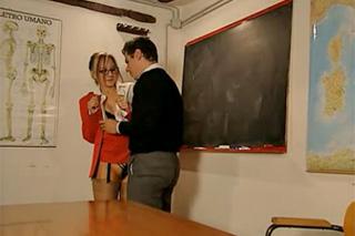 Učitelka italštiny a dva studentské penisy