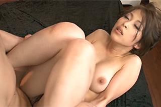 Japonská lolitka si po squirtu nechá vymalovat kundičku!