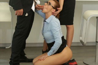 Pornokalendář DP 14.11 – Byznysmen Sáva opíchá dvě sekretářky